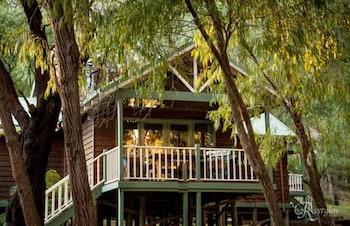 河流幽谷小木屋飯店