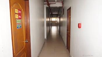Rooms 498 Mandaluyong Hallway