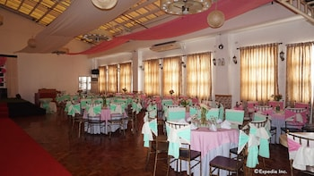 Rooms 498 Mandaluyong Banquet Hall