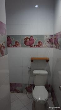 Rooms 498 Mandaluyong Bathroom