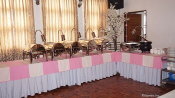 Rooms 498 Mandaluyong Buffet