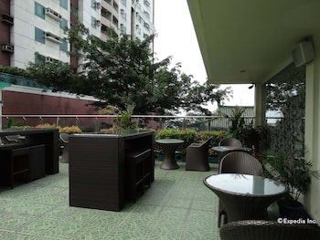 Dcircle Hotel Manila Outdoor Dining