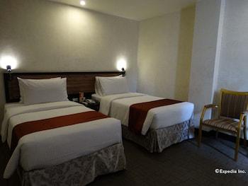 Dcircle Hotel Manila Guestroom