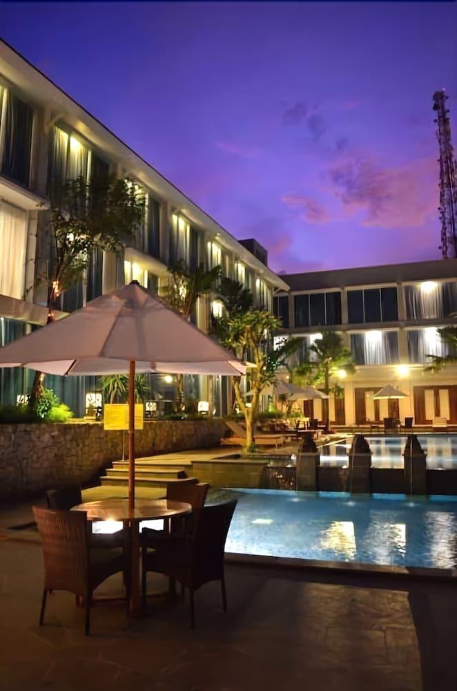 Emersia Hotel & Resort