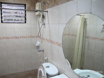 Sabina Suites Cebu Bathroom