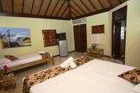 Superior Triple Room, 1 Bedroom, Smoking, Garden View