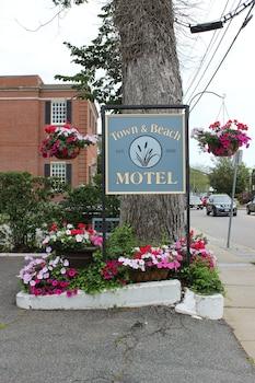 Town & Beach Motel in Falmouth, Massachusetts