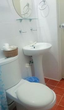 Island Jewel Inn Boracay Bathroom