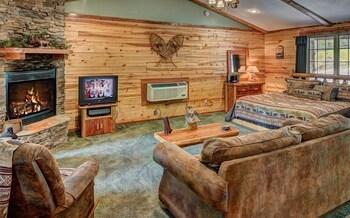 Lake Forest Luxury Log Cabins in Eureka Springs, Arkansas