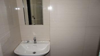 Sulit Place Quezon City Bathroom Sink