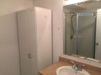 Duvernay Studios and Suites - Bathroom  - #0