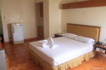 Taft Tower Hotel Manila Guestroom