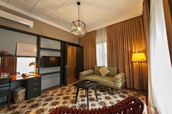 The Henry Hotel Manila Living Area