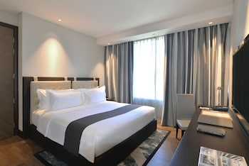 Makati Diamond Residences Guestroom