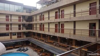 Score Birds Hotel Pampanga Courtyard