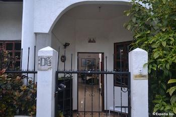 Dee Guesthouse Cebu Hotel Entrance