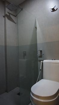 Mchotel Quezon City Bathroom