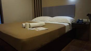 Mchotel Quezon City Guestroom