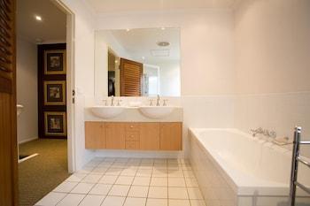 Skippers Cove Waterfront Resort - Bathroom  - #0