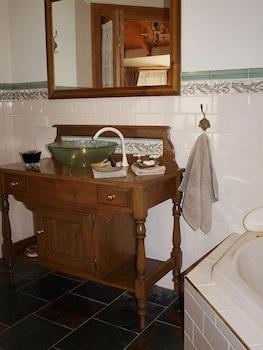 Cottages on Edward - Bathroom Sink  - #0