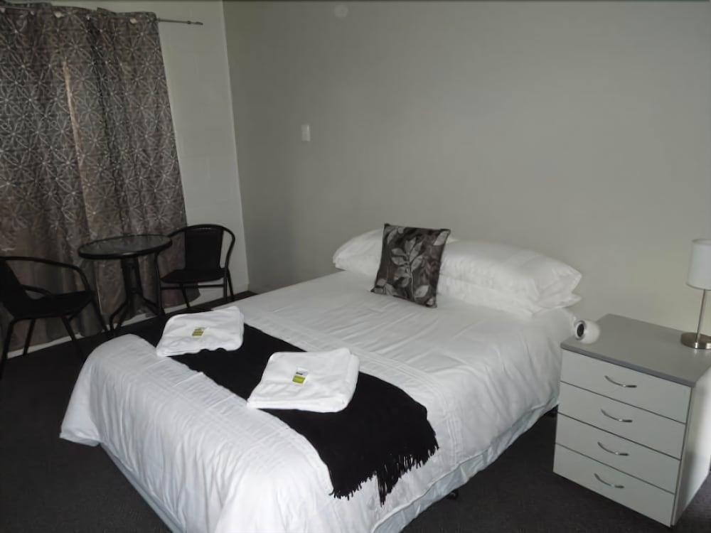 Oonoonba Hotel Motel