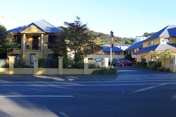 Alhambra Oaks Motor Lodge