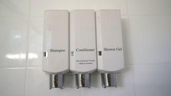 Highway Motor Inn - Bathroom Amenities  - #0