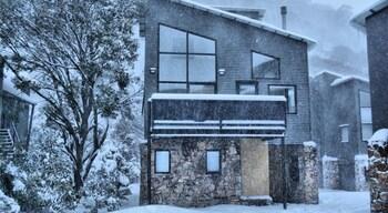 Snow Stream Apartments
