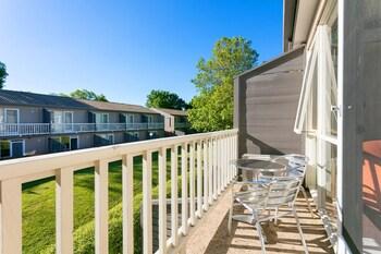 Summer East Serviced Apartments - Balcony  - #0
