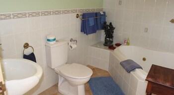 Lurline House - Bathroom  - #0