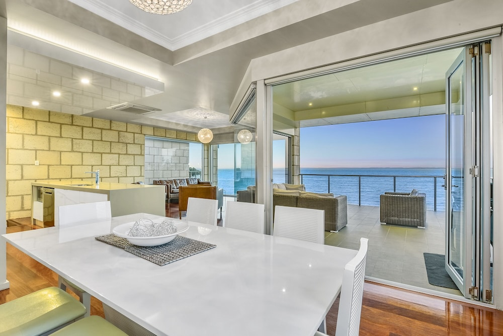 Aloha Beachfront Accommodation