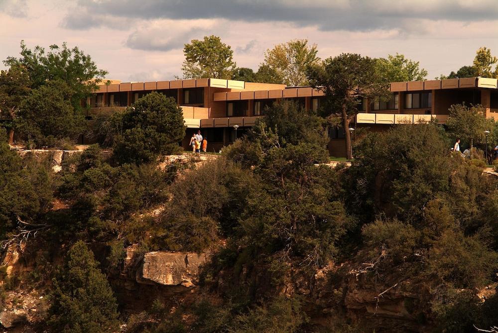 Thunderbird Lodge - Inside the Park