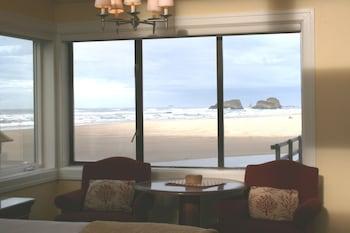The Waves / The Argonauta Inn / The White Heron Lodge