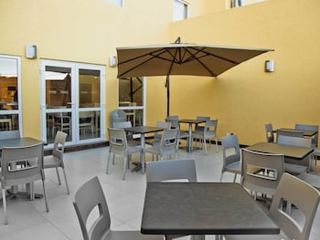 City Express Apizaco - Outdoor Dining  - #0