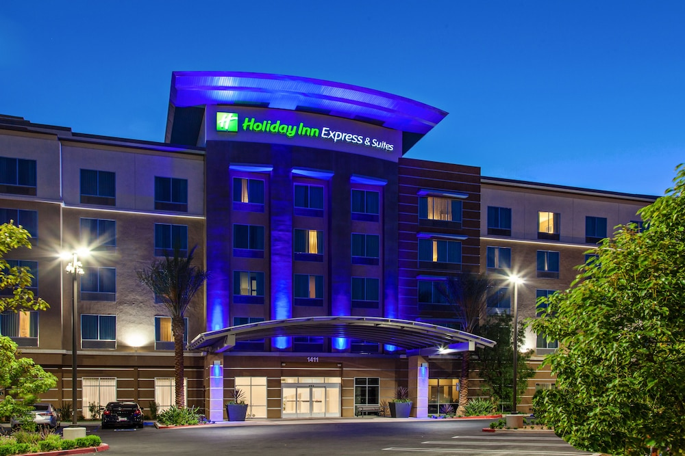 Holiday Inn Express & Suites Anaheim Resort Area