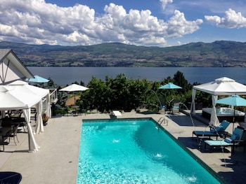 Photo for Le Chateau du Lac in West Kelowna, British Columbia