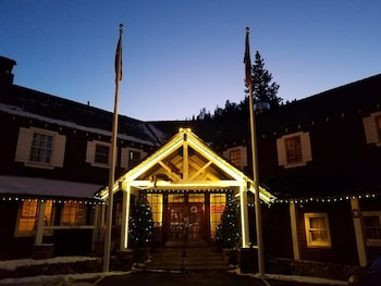 River Ranch Lodge & Restaurant in Tahoe City, California