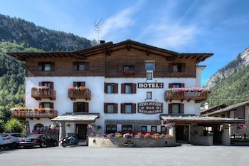 Hotel Edelweiss - Featured Image  - #0