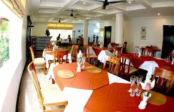 Mom's Guesthouse - Restaurant  - #0