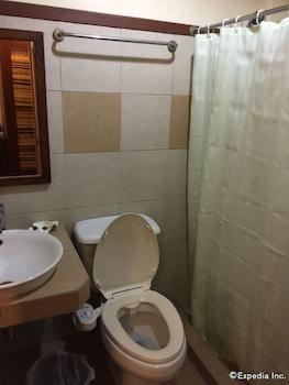 Darunday Manor Bohol Bathroom