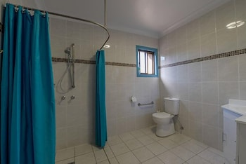 CBD Accommodation Tamworth - Bathroom  - #0
