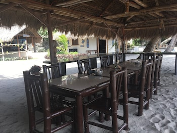 Cove Sands Beach Resort Dumaguete Outdoor Dining
