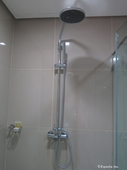 Alicia Apartelle Cebu Bathroom Amenities