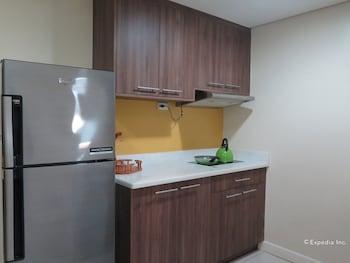 Alicia Apartelle Cebu In-Room Kitchenette