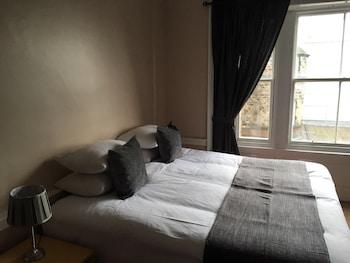 Castle View Apartments - Guestroom  - #0