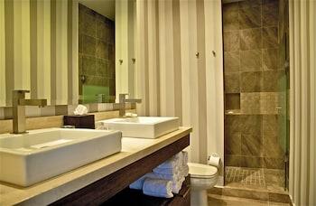 Resorts by Pinnacle 220 - Bathroom  - #0