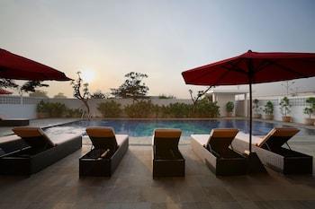 Batiqa Hotel & Apartments Karawang - Outdoor Pool  - #0