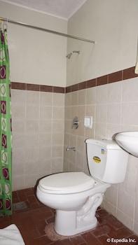 Phoenix Hotel Clark Bathroom