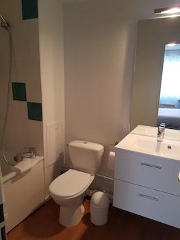 Appart'Hôtel Reims Le Champ de Mars - Bathroom Shower  - #0