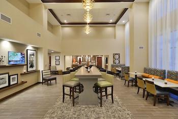 Hampton Inn & Suites Chippewa Falls - Lobby Sitting Area  - #0